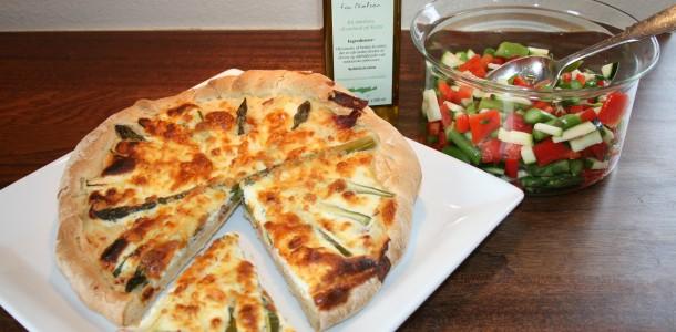 Aspargestærte med skinke samt salat