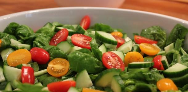 Salladen piffas till av en läcker marinad