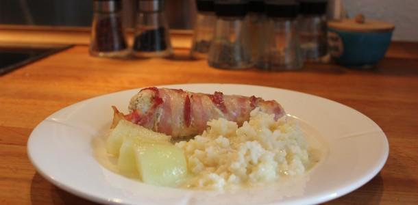 Baconlindad kyckling med bacon och pikantost