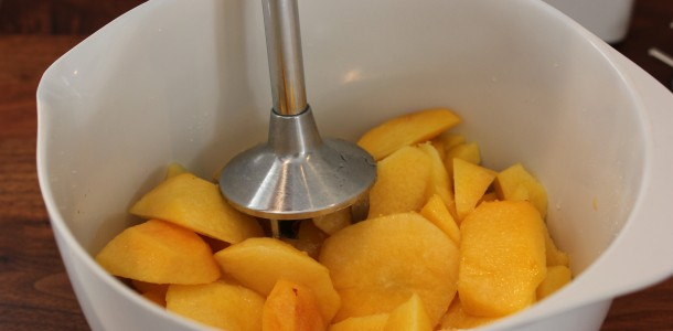 Mango och nektarinen for med detsamma in i  mixern